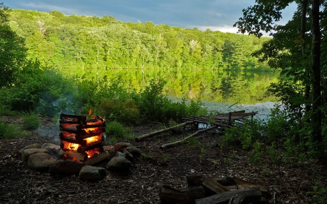 campfire-1440-900-3870