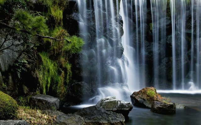 Cascading-Waterfall_7632_1440_900