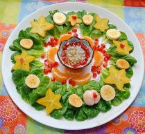 Mandala de fruits exotiques, carambole, grenade, mandarine, mangoustan, grenadille, mâche, salade