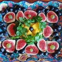 Figues, mangue, coriandre et raisin