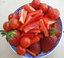 Fraise, tomate-cerise et poivron rouge