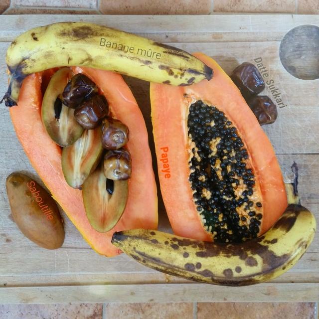 papaye, dattes sukkari, sapotille et banane
