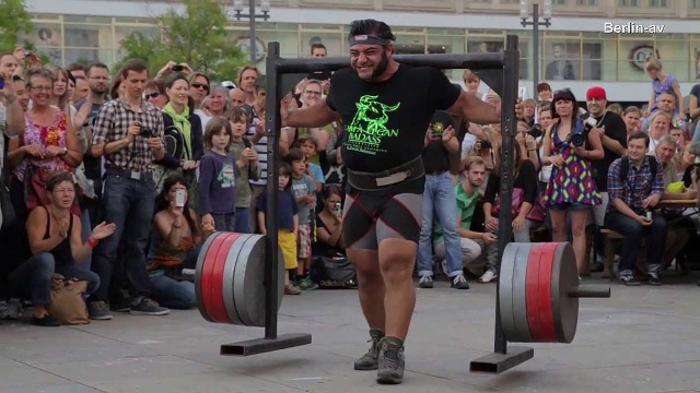 patrik baboumian 550kg sur 10 mètres